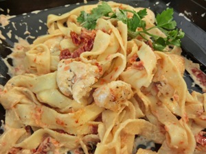 【Pasta】Fettucini with Chicken and Sun-Dried Tomatoes